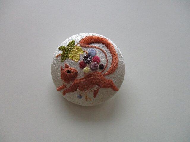 葡萄と栗鼠のブローチ シルバーの画像1枚目