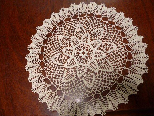 手編みレースドイリー直径約30cmの画像1枚目