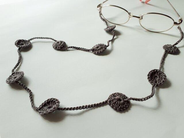 【再販】かぎ針編みメガネストラップ*オリーブグレーの画像1枚目