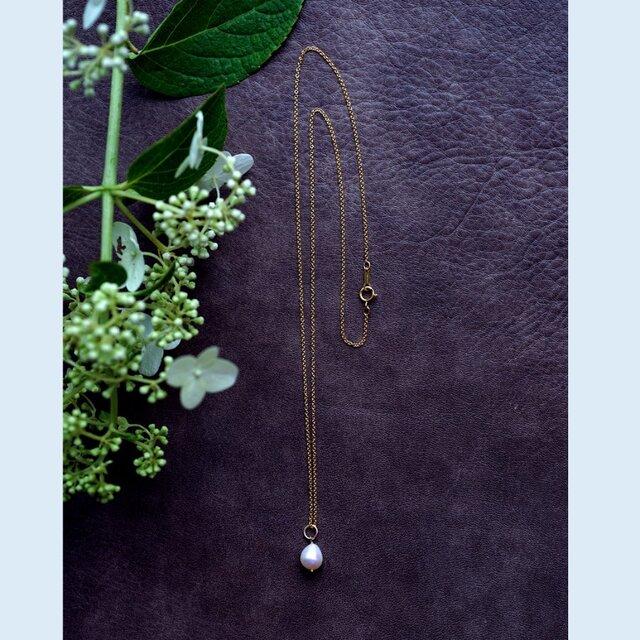 ドロップ真珠のセミロングネックレス ~Ynesの画像1枚目