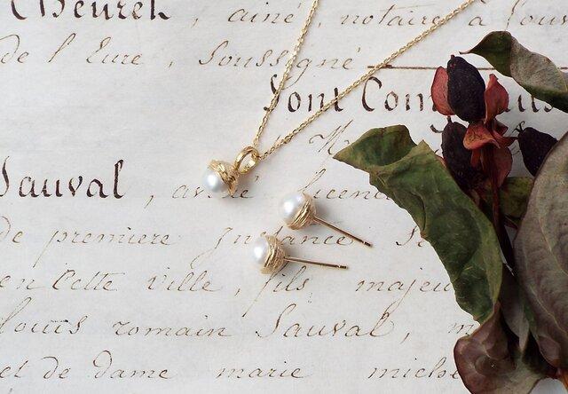 アコヤパール(本真珠)のどんぐりモチーフネックレスの画像1枚目