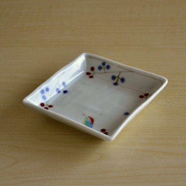 錦鳥と木の実 角小皿の画像1枚目