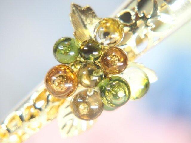 お花のヘアクリップ 小 オリーブ色の画像1枚目