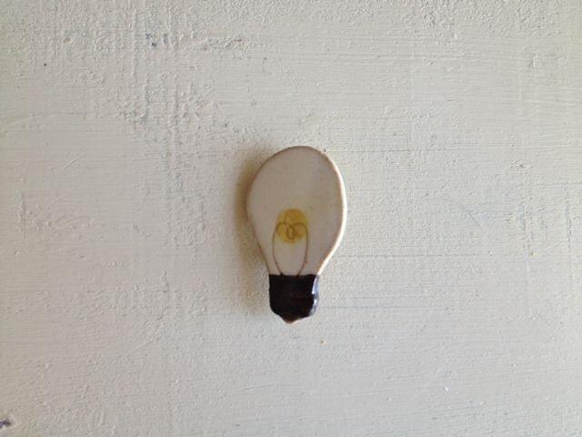 なつかしの昭和家電ブローチ 〈豆電球 part2〉の画像1枚目