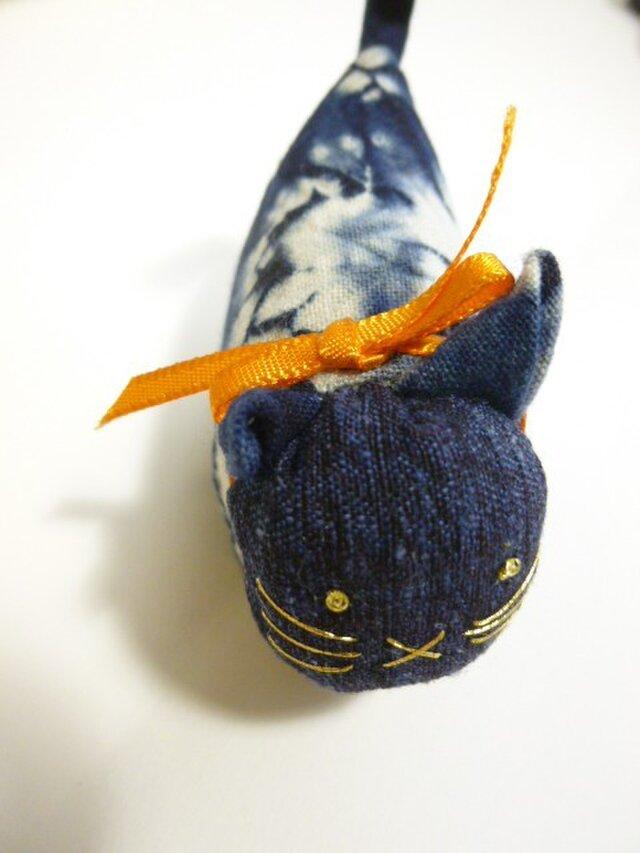 古布 キュートな猫の人形★まだら猫首輪はオレンジの画像1枚目