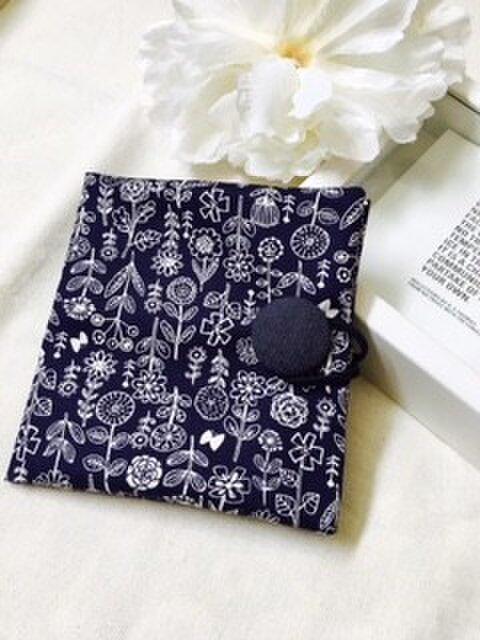 携帯用BOXティッシュケース 北欧刺繍柄 花モチーフの画像1枚目