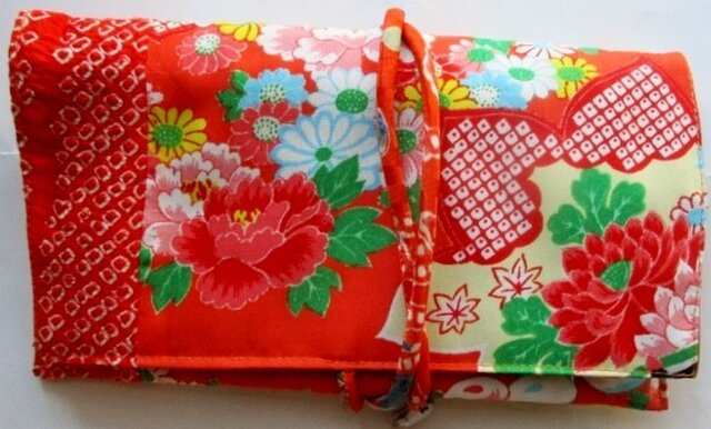 送料無料 絞りと花柄の着物で作った和風財布・ポーチ2862の画像1枚目