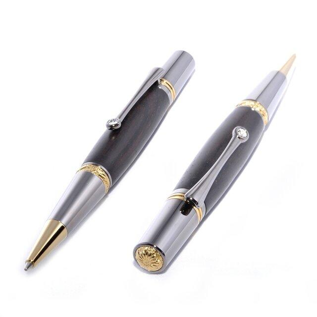 【受注製作】 木製の回転式ボールペン(ブラックウッド;ブラック・チタン+ゴールド・チタン)(MJ-BTGT-AB)の画像1枚目