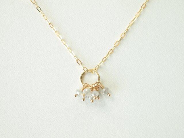 K10  七粒のホワイトグレーダイヤモンドのネックレスの画像1枚目
