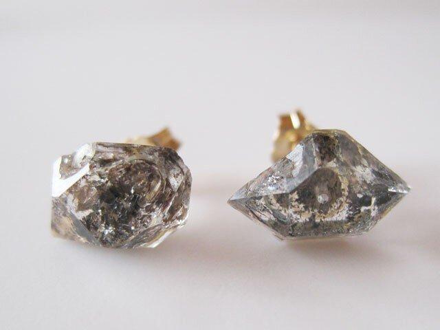 タール入り水晶の原石ピアス/Pakistan 14kgf DT/両剣水晶 14KGFの画像1枚目