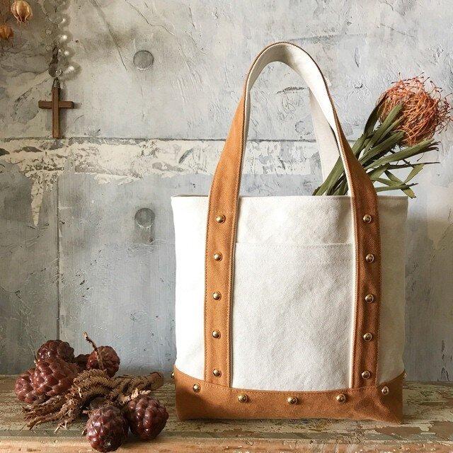 canvas tote bag medium (camel&white)の画像1枚目