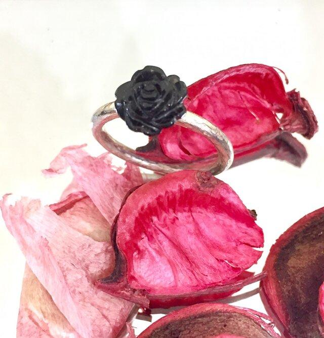 黒バラのリングの画像1枚目