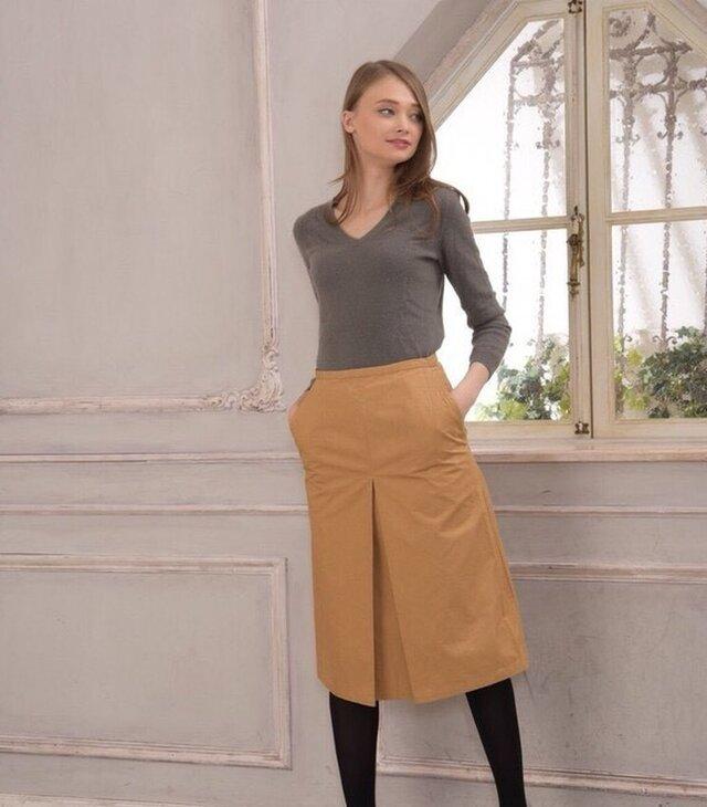 老舗リネンメーカーのリュードバック加工コットンでお仕立てした、フロントタックハイウエストスカート(キャメル色)の画像1枚目