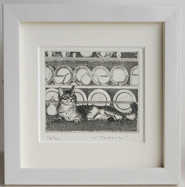 猫と食器棚 / 銅版画 (額あり)の画像1枚目