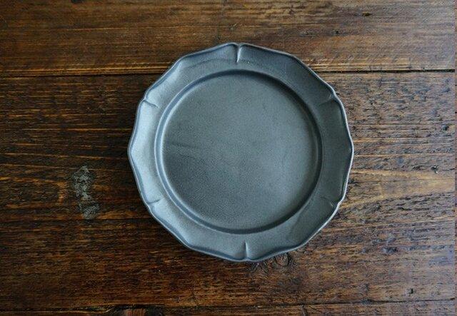 花リム皿M(黒マット)の画像1枚目
