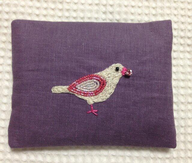 刺繍のティッシュケース☆宝石を咥えた小鳥の画像1枚目