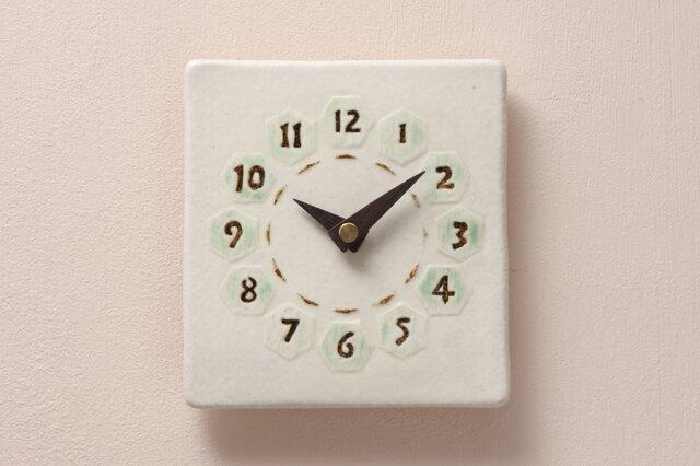 亀甲(角) 陶製掛け時計(木製針)の画像1枚目