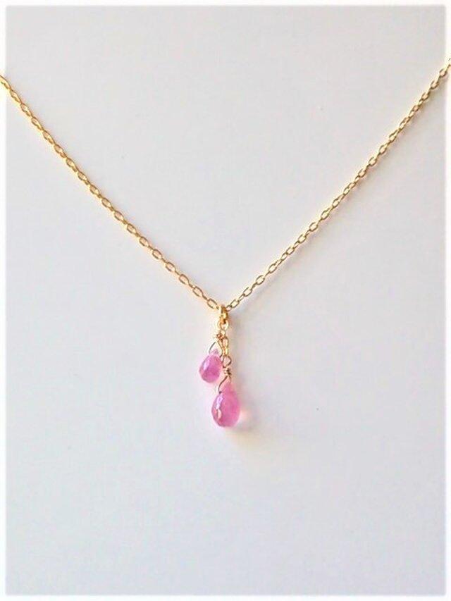小粒なピンクサファイアの国産K24GFネックレスの画像1枚目