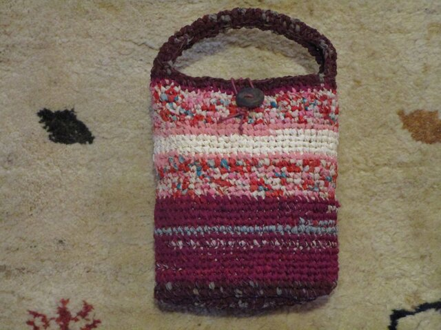ピンクの裂き編みバッグの画像1枚目
