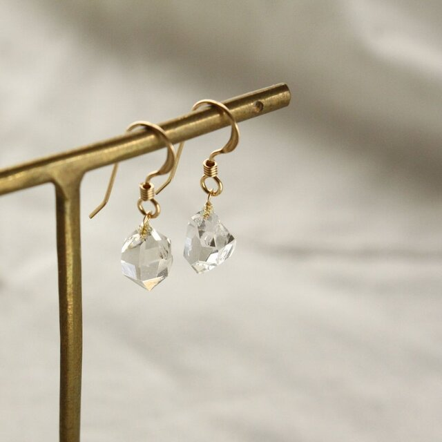 Herkimer Diamond Hooked Earrings ハーキマーダイヤモンドの雫ピアス Aグレードの画像1枚目