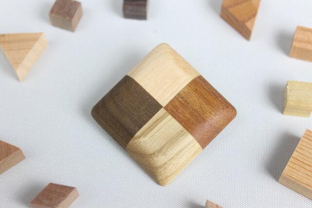 寄木の四角ブローチの画像1枚目