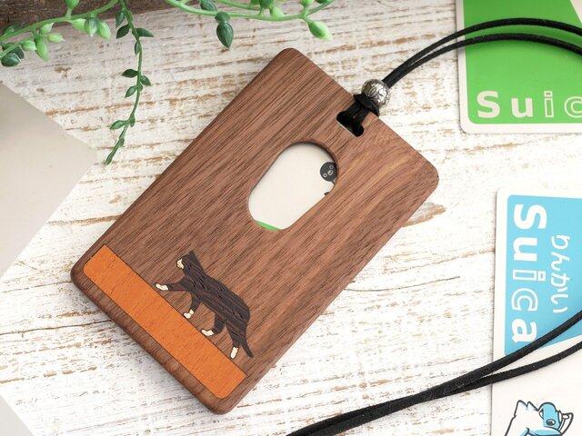 木製パスケース【歩く猫】ハチワレ /ウォールナットの画像1枚目
