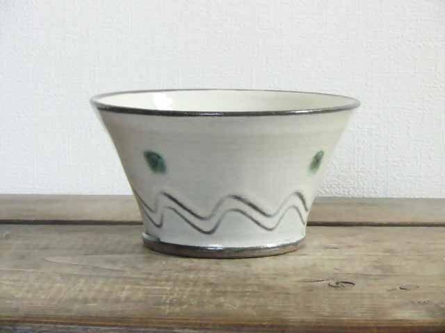 リベットの切立鉢(二彩)の画像1枚目