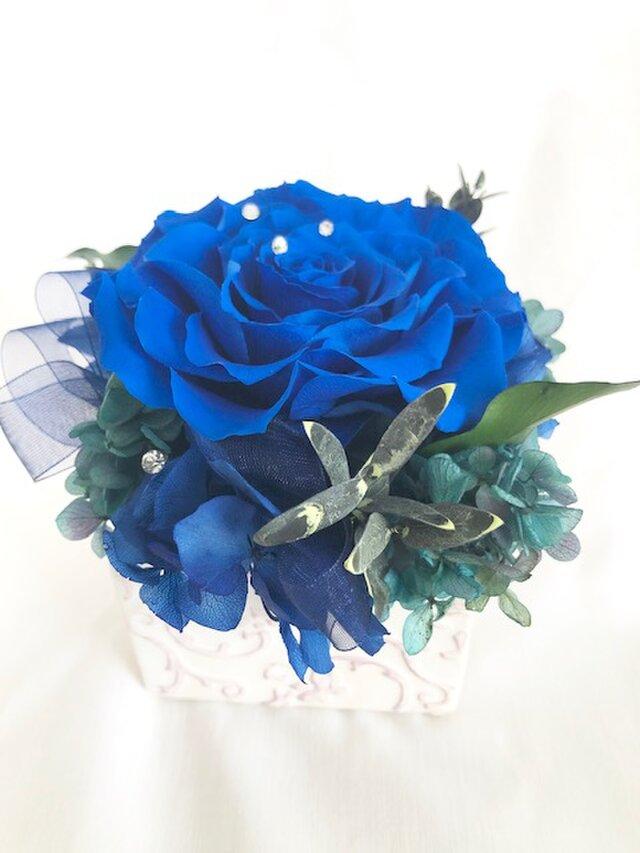プリザーブドフラワー幸福の青い薔薇 魔法の枯れないお花【リボンラッピング付き】の画像1枚目