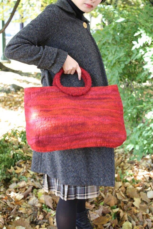 連れて歩きたい『pechka』フェルトトートバッグ  フェルト 羊毛 トートバッグ あたたか 赤の画像1枚目