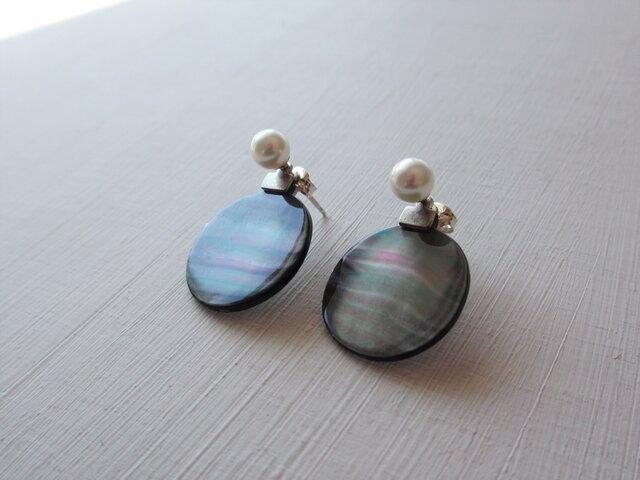 黒蝶貝(MOP)と真珠の2way ポストピアスの画像1枚目