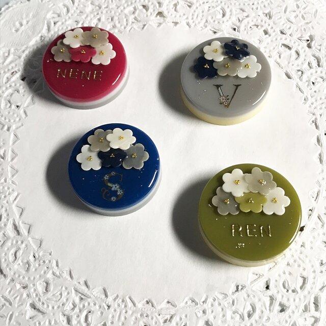 名前入り!選べる秋冬4カラー☆flowerブーケケーキブローチの画像1枚目