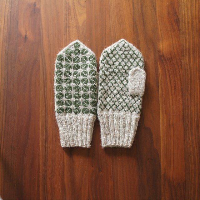【受注制作】ラトビア伝統柄のミトン(ベージュ×グリーン)の画像1枚目