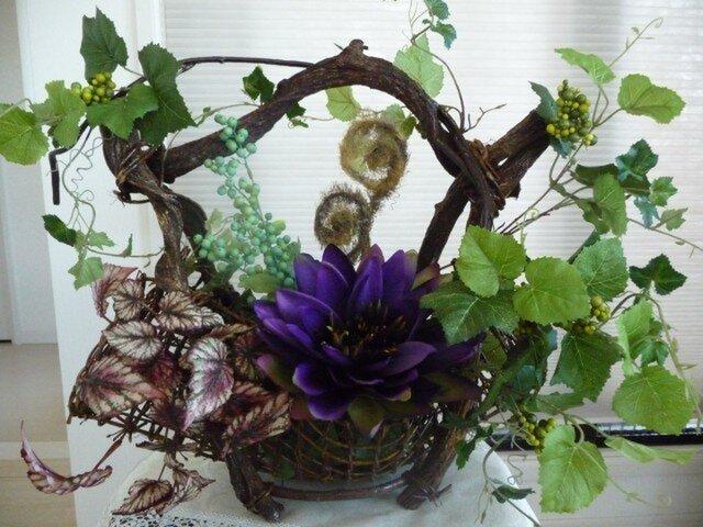 蘭と蔦の花かごの画像1枚目