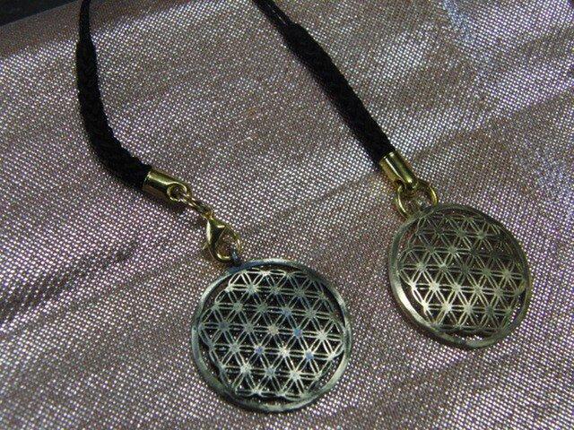 真鍮製小紋・麻紋風 根付ストラップ1個 着物や浴衣の帯飾りに/燻し・生地仕上げ選択の画像1枚目