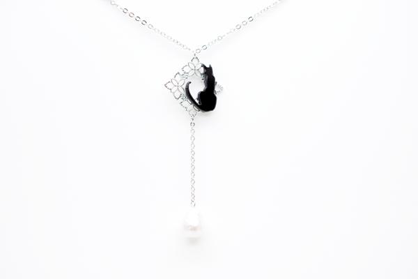 黒猫とドロップコットンパールのロングシルバーネックレスの画像1枚目