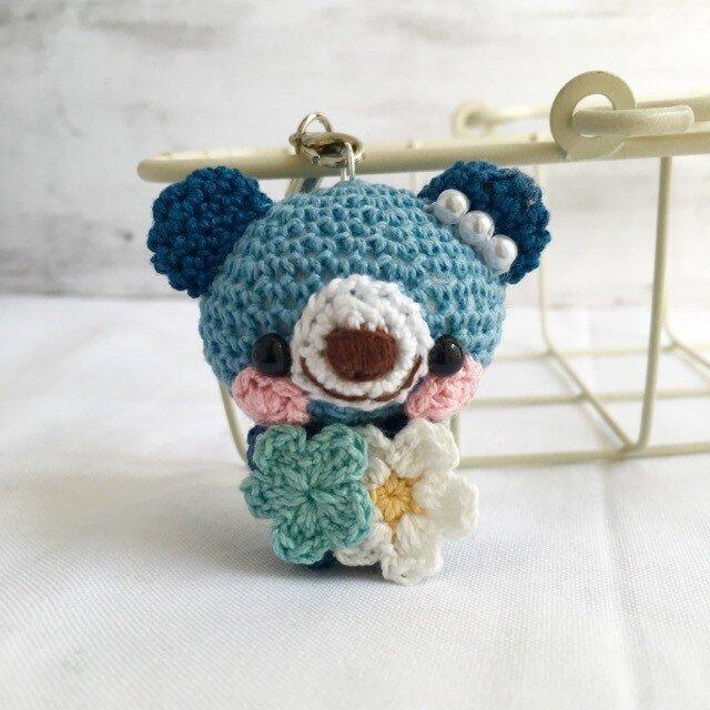 【受注生産】濃ブルー&ネイビーブルー・小花・クマさん*鈴付きイヤホンジャックストラップの画像1枚目