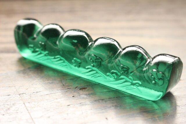 【再販】ガラス製 書道具 筆置き 筆架「波千鳥・翠」 の画像1枚目