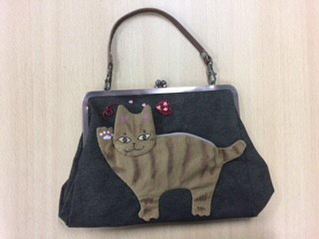 ハーイ!猫のアップリケがま口バッグの画像1枚目