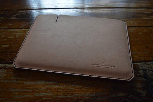 [受注生産品] 栃木レザー iPadケース(9.7インチ) MNC-07 BLACK & NATURALの画像1枚目