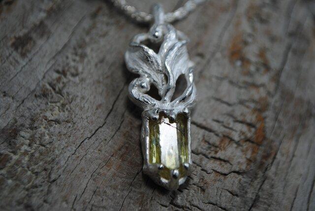 弗素燐灰石結晶ペンダントの画像1枚目
