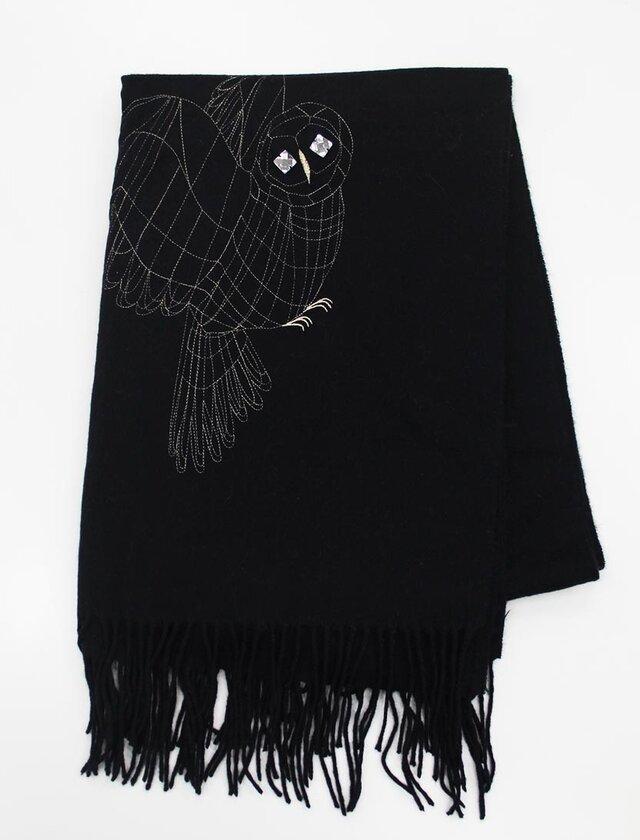 飛び立つふくろう刺繍ストール(ブラック)の画像1枚目