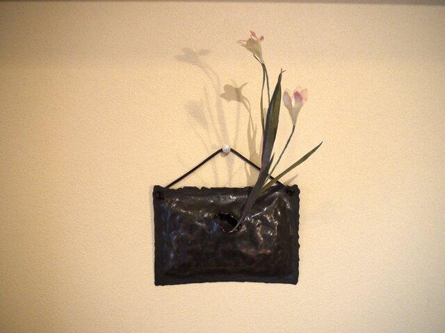 壁掛け銅製花器(一輪挿し)の画像1枚目