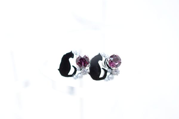 ミニ黒猫のアメジストワロフスキービジューピアス イヤリング(金属アレルギー対応 SV925ピアスに変更可)の画像1枚目