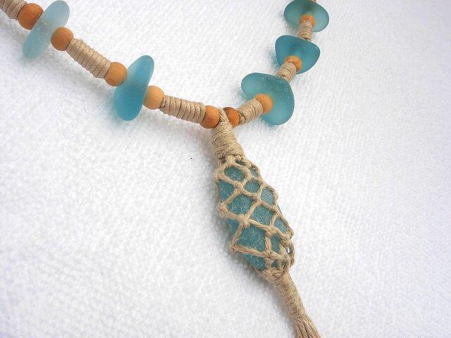 シーグラスヘンプ編みネックレス(62センチ)の画像1枚目