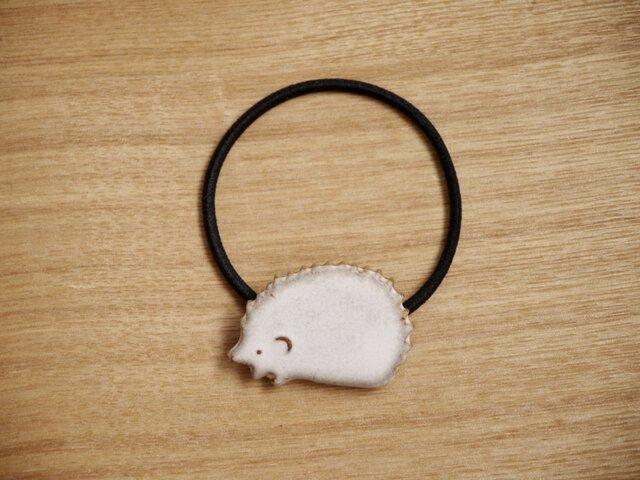 陶のハリネズミのヘアゴムの画像1枚目