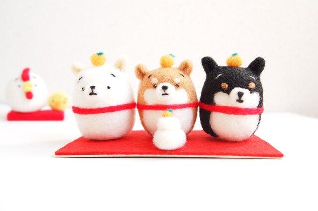 まゆ柴犬3匹正月お飾りセット 羊毛フェルト※受注製作の画像1枚目