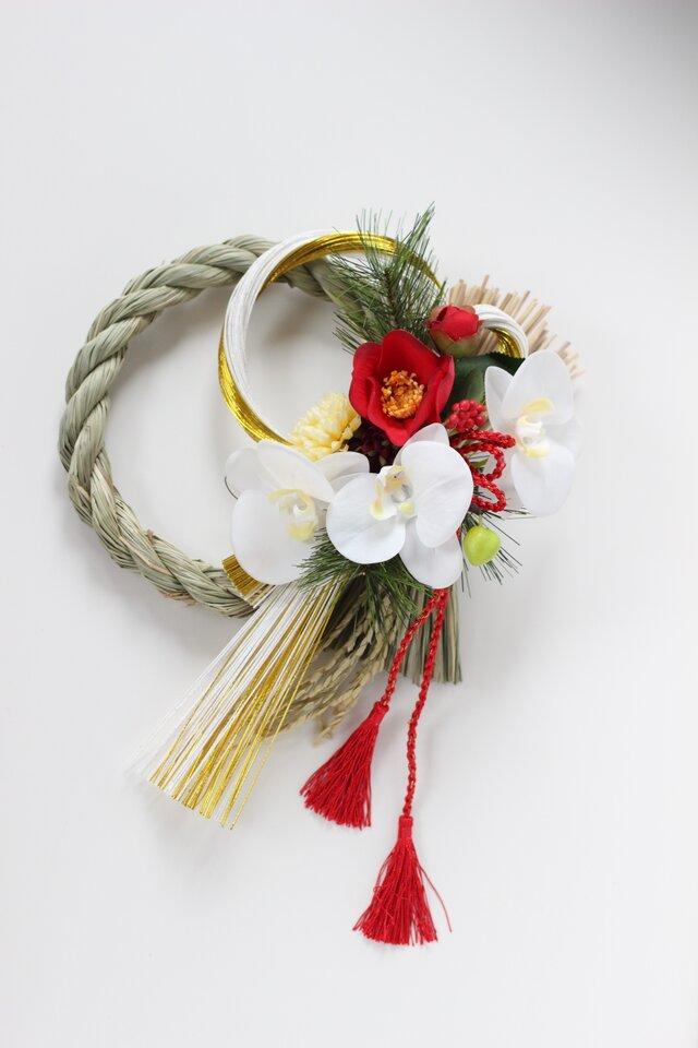 胡蝶蘭のモダンで気品あるお正月飾りの画像1枚目