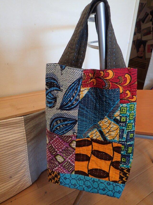 トートバッグ  アフリカの布たちを繋いでの画像1枚目