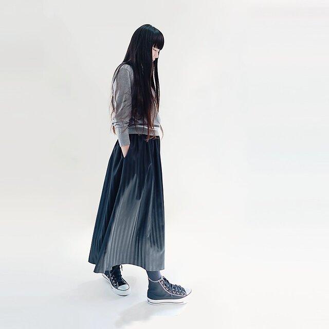 ストライプ 黒×濃黒 ロングスカート ポリエステル ブラック ●YVETTE●の画像1枚目