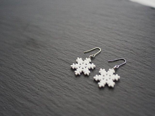 とけない雪の結晶ピアス snow crystal Bの画像1枚目